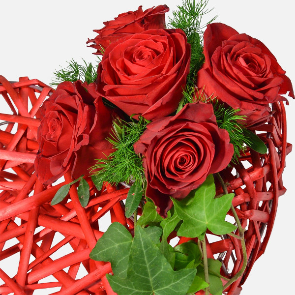 Πλεκτή Καρδιά με Τριαντάφυλλα - Flowernet.gr