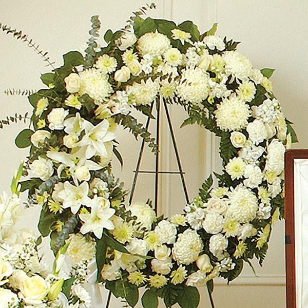 Στεφάνι με λευκά λουλούδια - Flowernet.gr